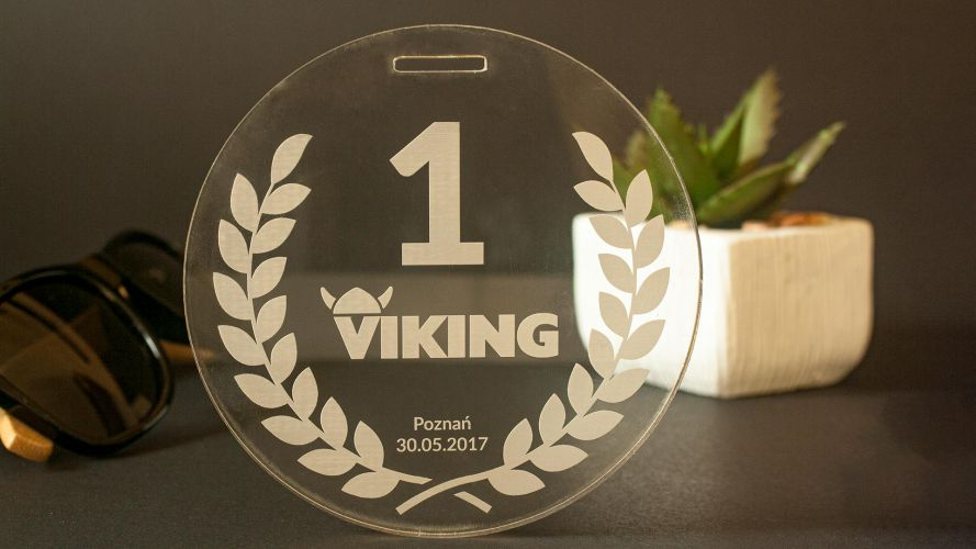 Medal wygrawerowany w pleksi